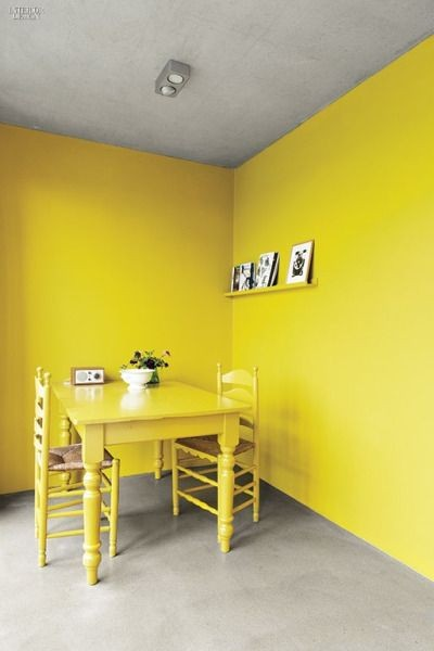salon-comedor-decoracion-monocromo-amarillo