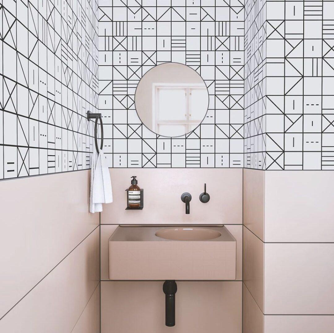 banos-con-paredes-en-duotono-estampados-y-tendencia-2019