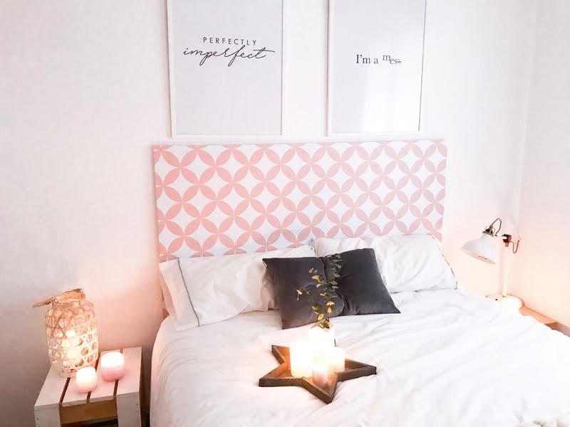 Cabecero-de-cama-femenino-con-vinilo-autoadhesivo-mosaico-de-circulos-rosa-calido-lokoloko