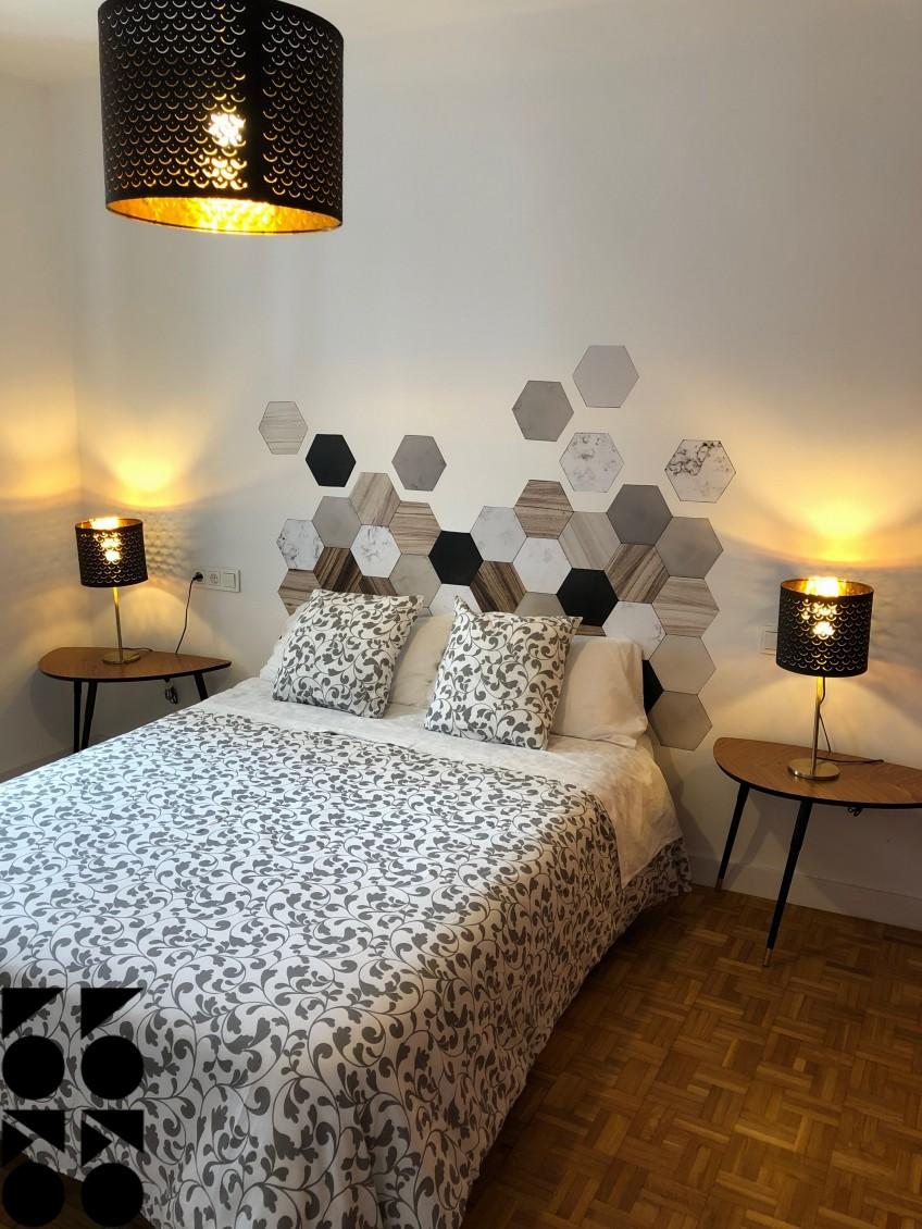 Decorar-cabecero-de-cama-con-vinilo-lavable-autoadhesivo-de-azulejos-hexagonales-ceramica-marmol-madera-lokoloko