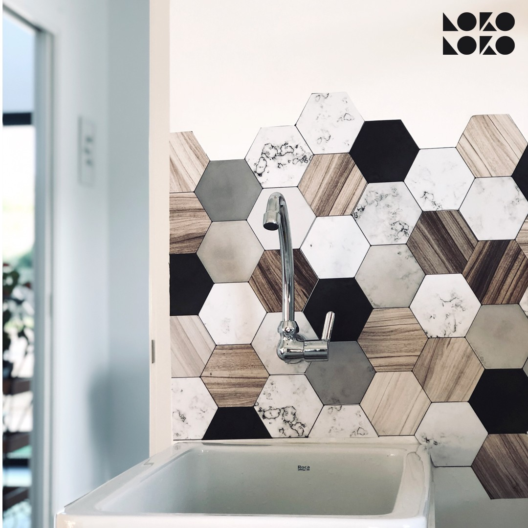 vinilo-lavable-adhesivo-lokoloko-lavadero-azulejos-hexagonales-madera-ceramica-mini-maite