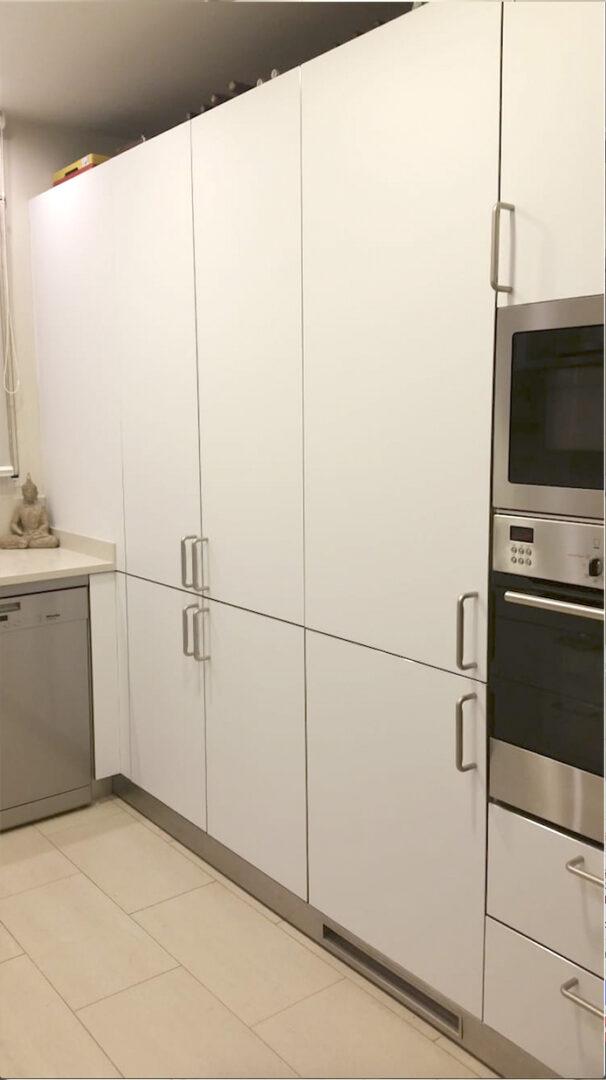 Aleix-despues-muebles-de-cocina-vinilo-opaco-blanco-mate-3