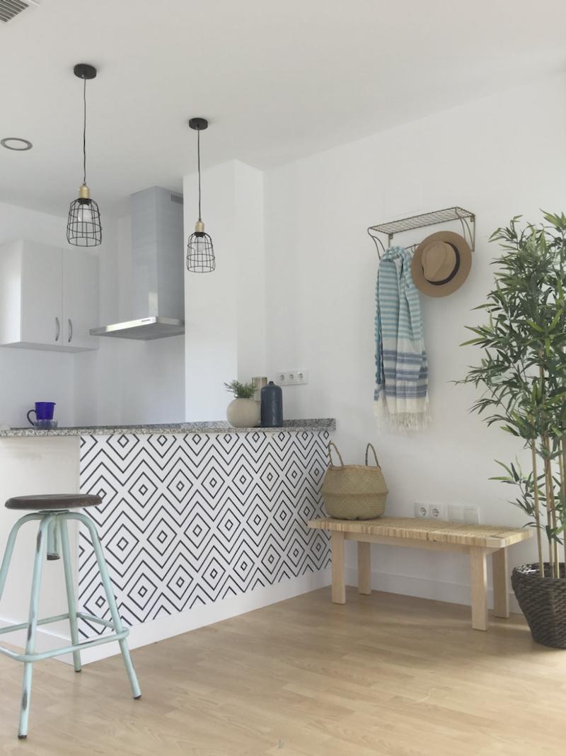 patron-rombos-negros-vinilo-lavable-muebles-paredes-barra-americana-cocina-lokoloko