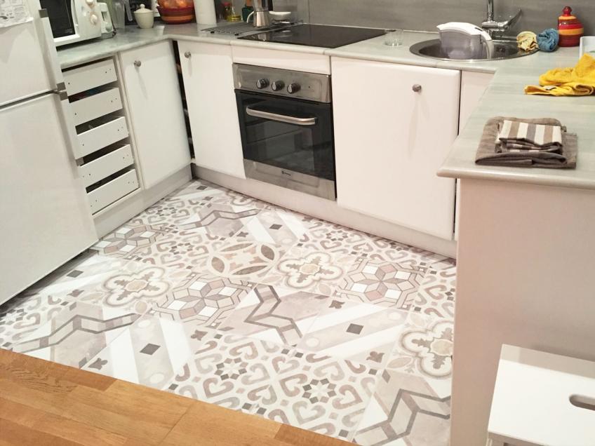 vinilo-hidrauilco-decorar-suelo-de-cocina-lokoloko
