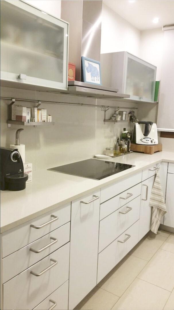 Antes y Después: Reformando cocinas sin obras con vinilo ...
