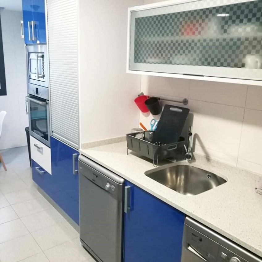 vinilo-lavable-blanco-mate-para-forrar-muebles-de-cocina-de-colores-lokoloko
