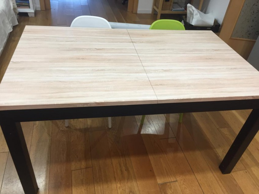 Mesa-de-comedor-renovada-y-protegida-con-vinilo-autoadhesivo-lavable-textura-madera-20-lokoloko