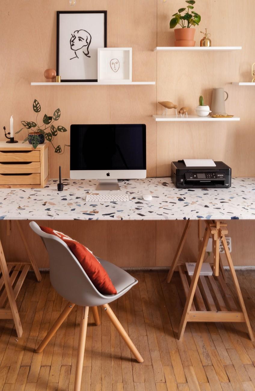 Renovar-mesa-de-escritorio-con-vinilo-para-muebles-lavable-terrazo-oscuro-oficina-fabricadeimaginacion-lokoloko