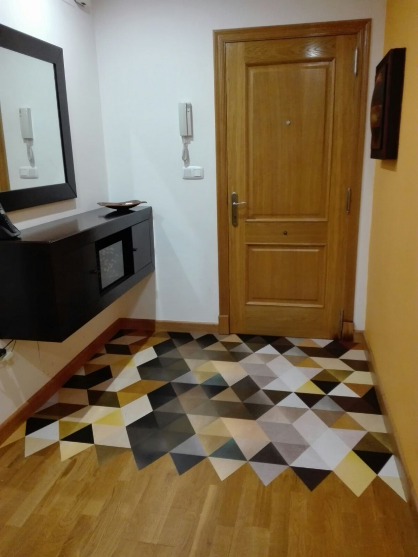 Vinilo-autoadhesivo-para-suelo-lavable-triangulos-abstractos-calidos-decorar-recibidor-de-casa-lokoloko