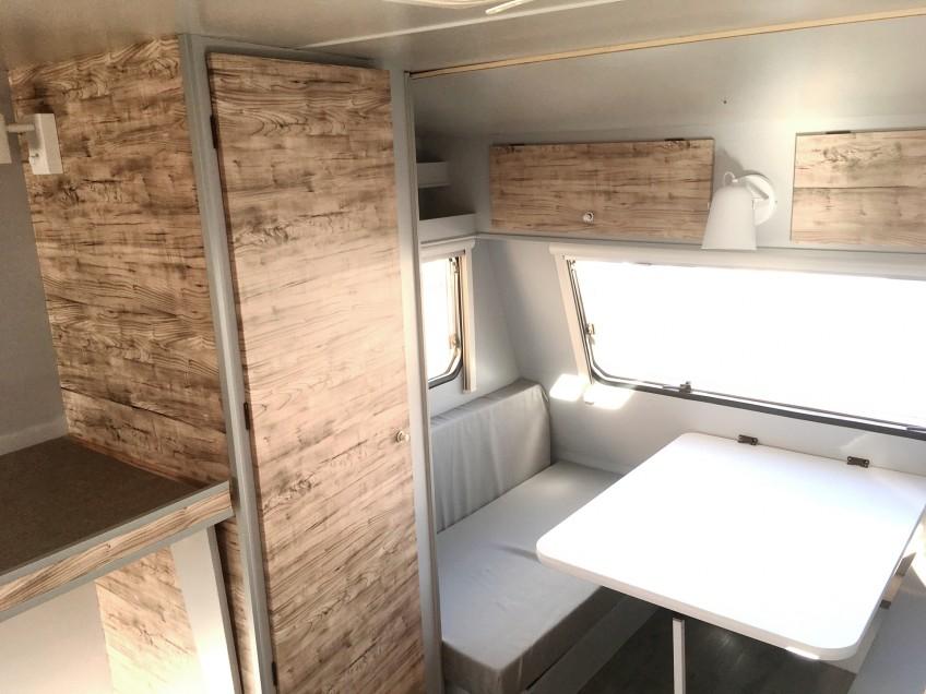 Vinilo-lavable-impermeable-textura-madera-para-forrar-mueble-de-caravana-lokoloko
