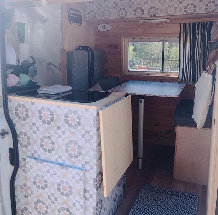 Vinilo-lavable-y-autoadhesivo-de-patron-geometrico-vintage-para-decorar-interiores-de-caravanas-vintage-lokoloko