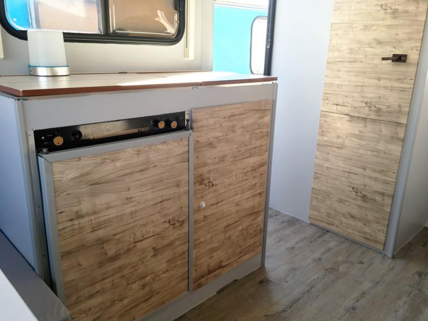 Vinilo-wrapping-lavable-impermeable-textura-madera-para-forrar-mueble-de-caravana-lokoloko
