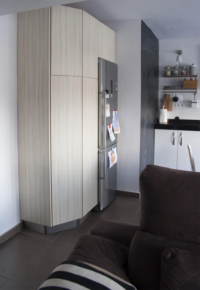 Puertas-armario-de-cocina-renovadas-vinilo-lavable-opaco-autoadhesivo-textura-madera-elegante-lokoloko