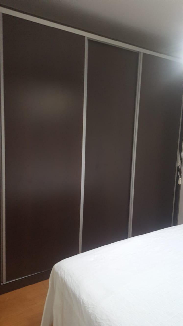 Puertas-de-armario-oscuras-renovar-con-vinilo-lokoloko